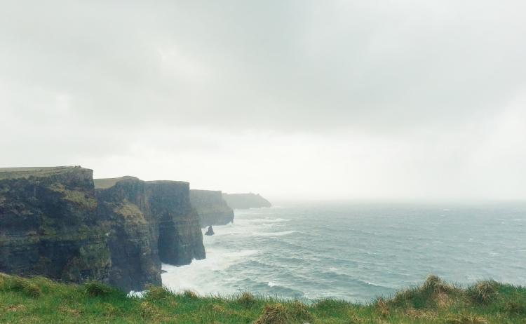 A beleza inconfundível dos Cliffs of Moher